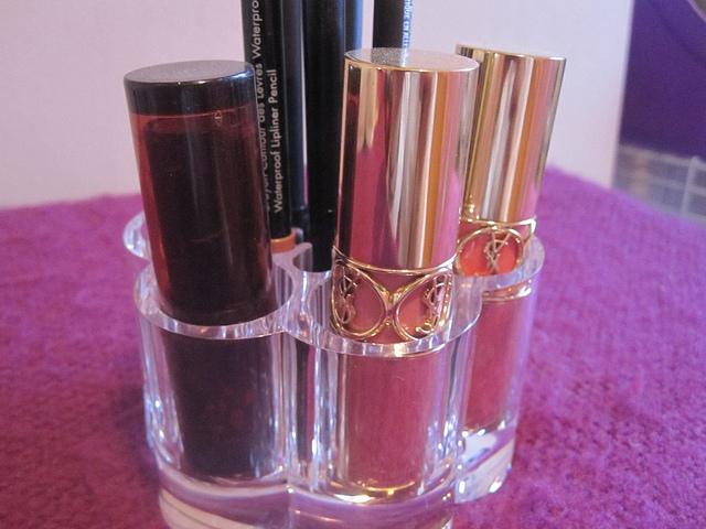 lipstick_storage