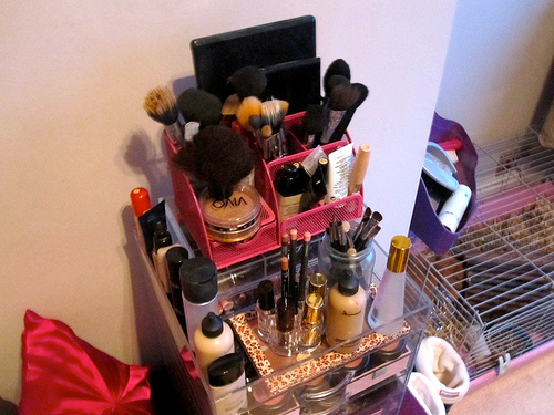 glambox_kardashian_clear_cube_storage