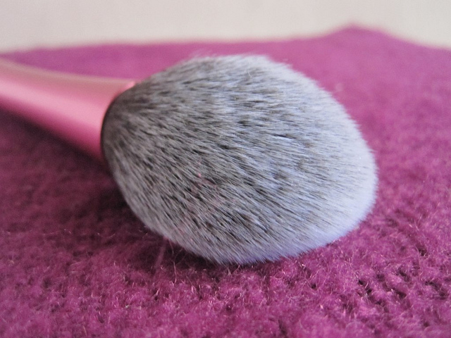 real_techniques_blush_brush
