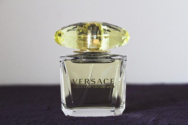 versace_yellow_diamonds